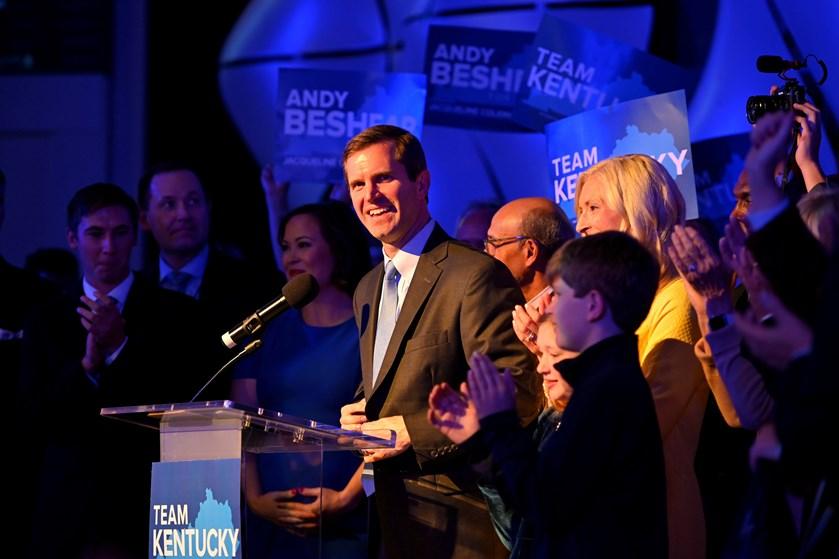 Demokrater gør krav på sejren ved Kentucky's guvernørvalg og ved delstatsvalg i Virginia.
