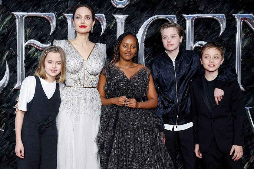 Skuespillerinden Angelina Jolie ville elske at bo i udlandet, men det er ikke en mulighed.