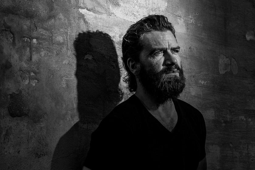 Den danske skuespiller har fuld fart på i karrieren, men han ved også, at det kan være flygtigt.