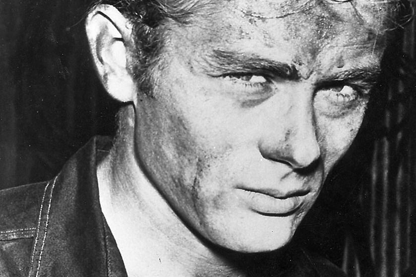 Filmstjernen James Dean døde i en bilulykke i 1955 som 24-årig. Næste år er han med i en ny film.