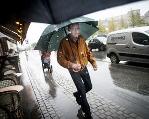 Lørdag bliver en god mulighed for at besøge museer eller tage i biografen, da der vil falde regn hele dagen.