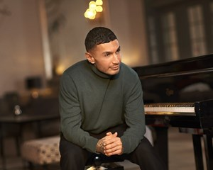 Sangeren har ikke brug for at skabe en illusion om livet som popstjerne længere, for det tjener ikke musikken.