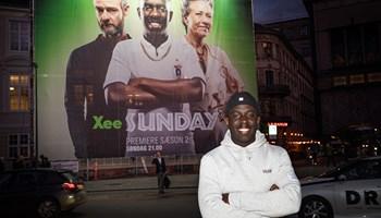 """Melvin Kakooza kom til Danmark som lille med sin familie. Det har inspireret ham til komedieserien """"Sunday""""."""