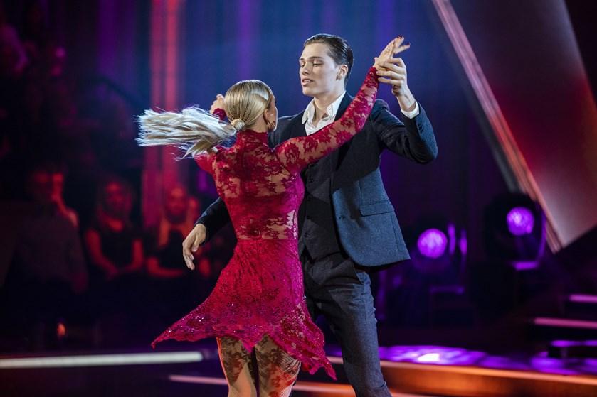 Fredag aften dansede en skuespiller, en tv-vært og en sangerinde sig videre til finalen i det store show.