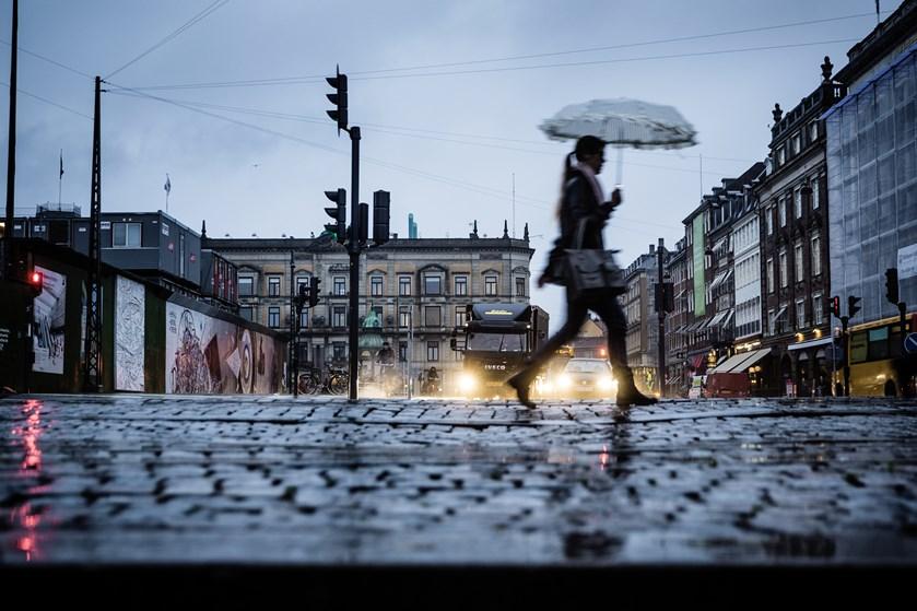 En række milde, grå og regnfulde dage runder efteråret af, inden en køligere front varsler skiftet til vinter.