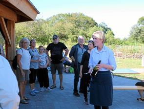 100 spiste lækker mad og drak kold rosé i Nellemanns Have