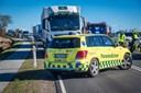 Biler i sammenstød på hovedvej: To personer kørt på sygehuset