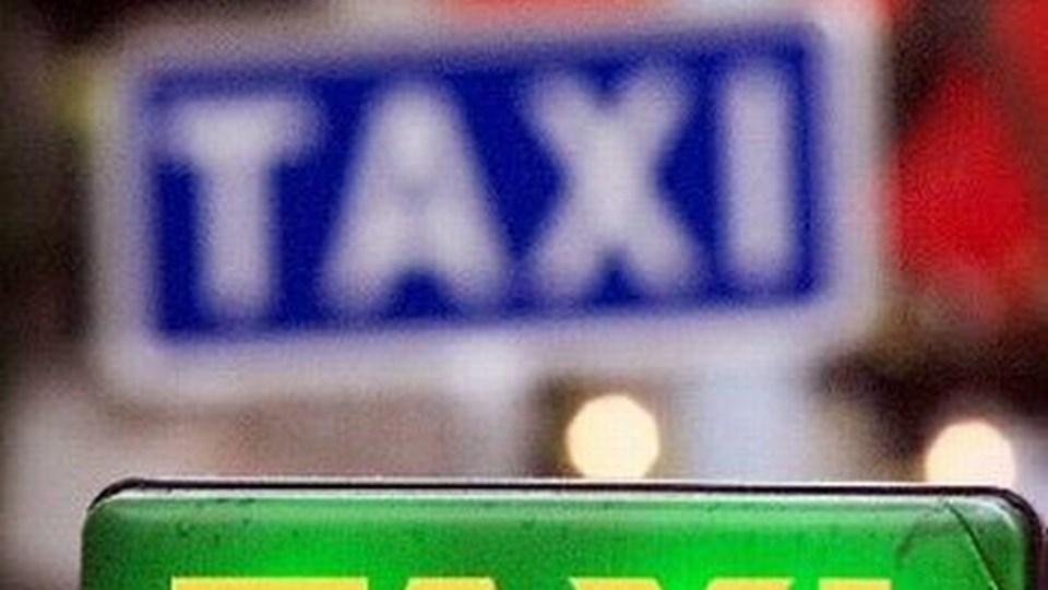 Tre lokale Taxivognmænd har svært ved at få deres penge til tiden hos Rebild Kommune, der fra årsskiftet har overtaget Skibstedskolen fra amtet.arkivfoto: michael koch