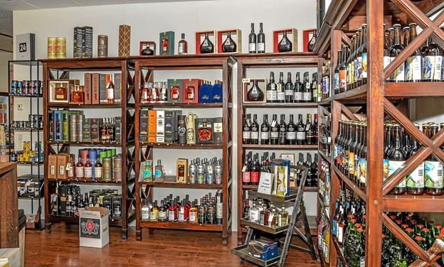 Butikken har alt i specialvin og spiritus, øl, kaffe, the. chokolade og brugskunst. Her får man det, man ikke finder andre steder. Foto: Mogens Lynge