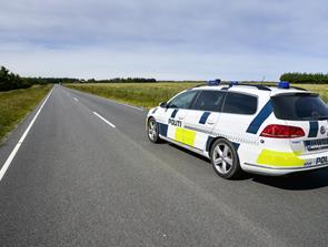 Motorcyklist chikanerede hel vej i Østrup
