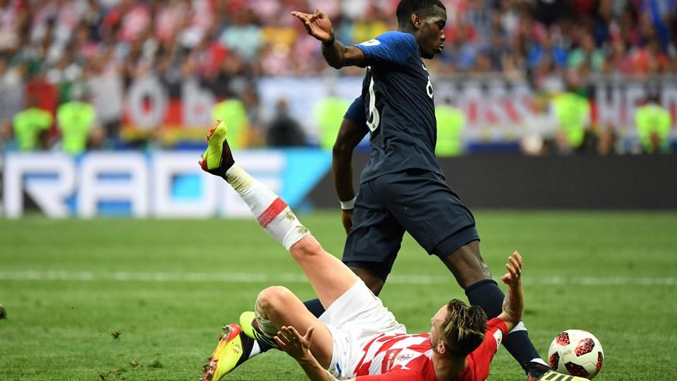 Frankrig vandt VM-titlen, og Paul Pogba og holdkammeraterne kunne juble efter finalen, mens Kroatien og Ivan Rakitic - her liggende - måtte nøjes med andenpladsen ved VM. Foto: Kirill Kudryavtsev/Ritzau Scanpix