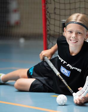 Forfølger floorballdrøm i Sverige