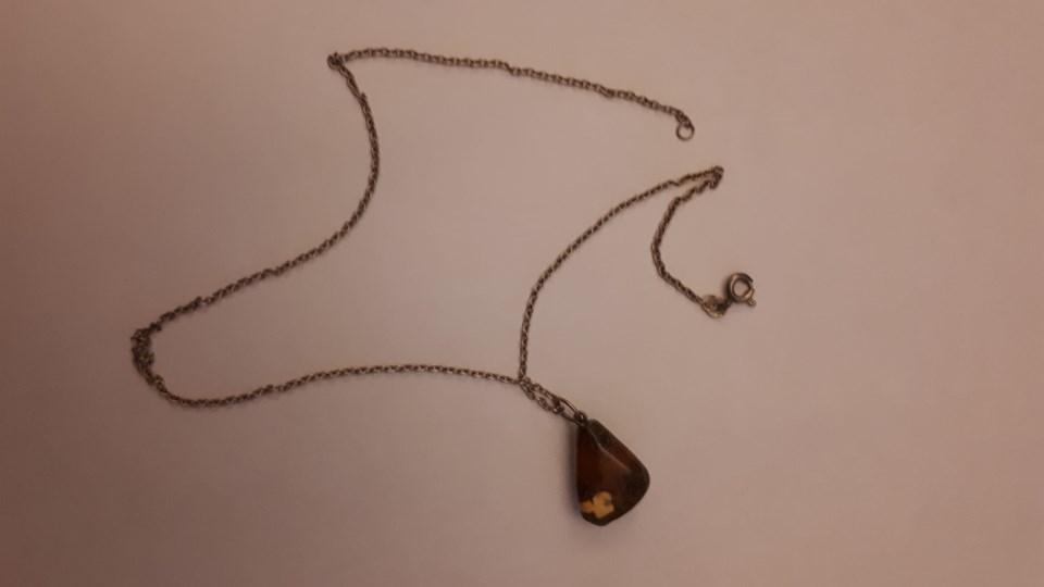 En af de mange halskæder som blev fundet. Foto: Nordjyllands Politi