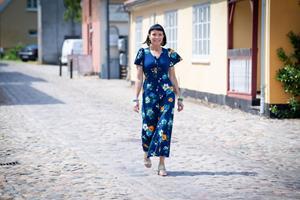 Gå med forfatter gennem Sæby, hvor hun voksede op: Man er aldrig færdig med fortiden