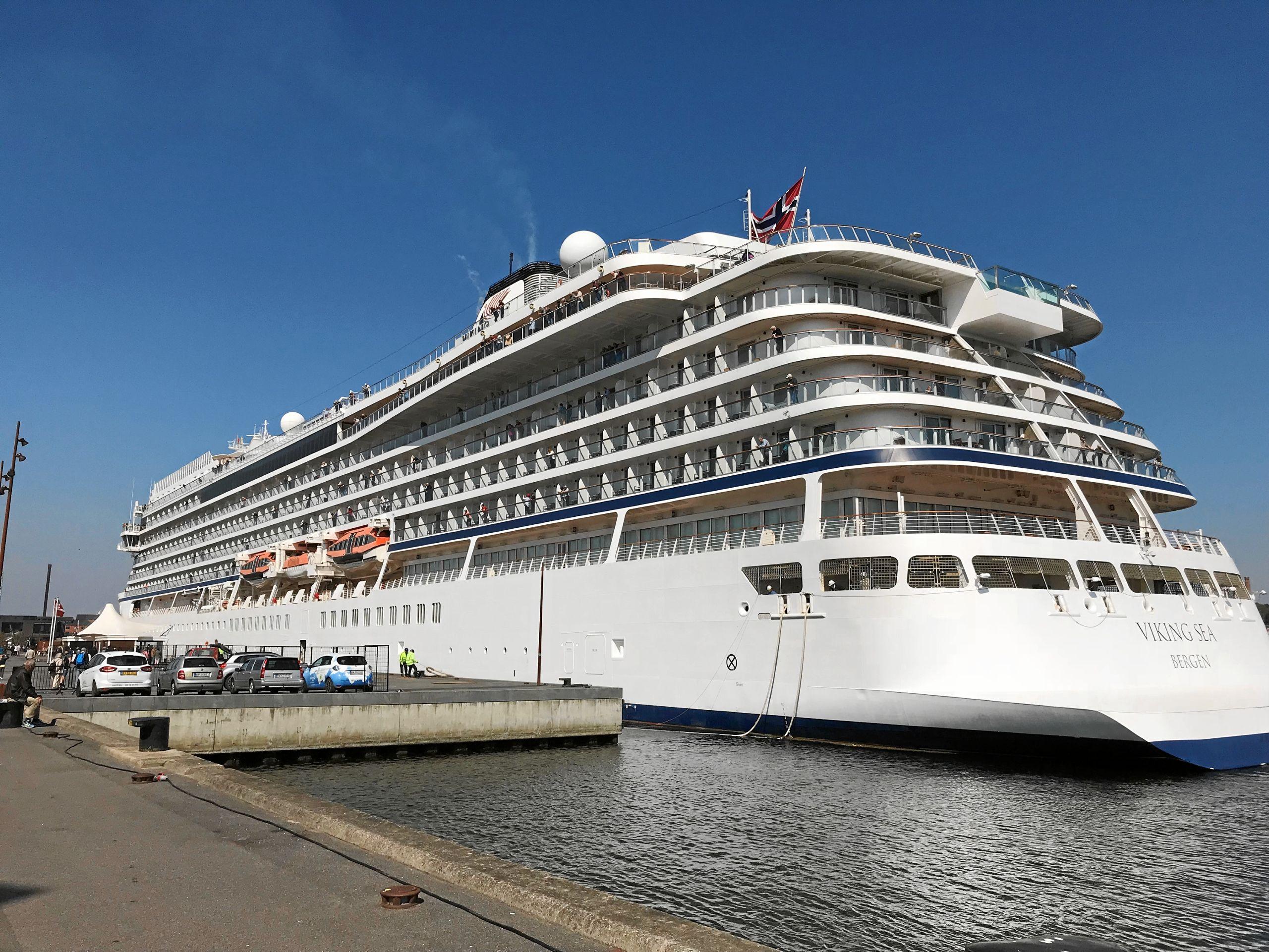 Viking Sea er blot ét af de mange krydstogtskibe, der gerne gæster Aalborg. Skibet har været her adskillige gange før, og i denne sæson bliver det til ikke færre end otte anløb i alt igennem sæsonen. Foto: Torben O. Andersen