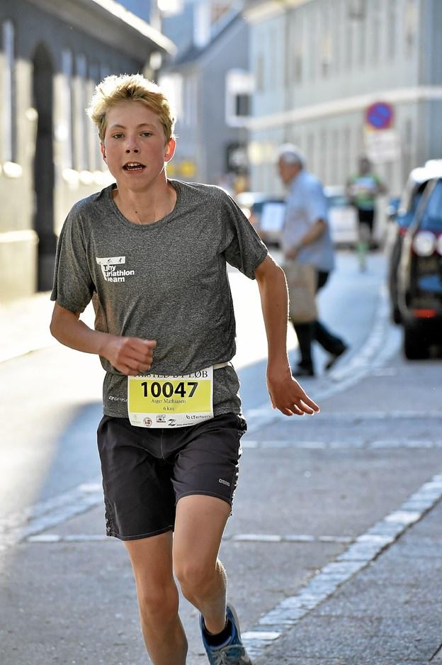 Asger Mathiasen fra Thisted Svømmeklub sluttede på 2. pladsen på herrenes 6 km. i tiden 24.17 Foto: Ole Iversen