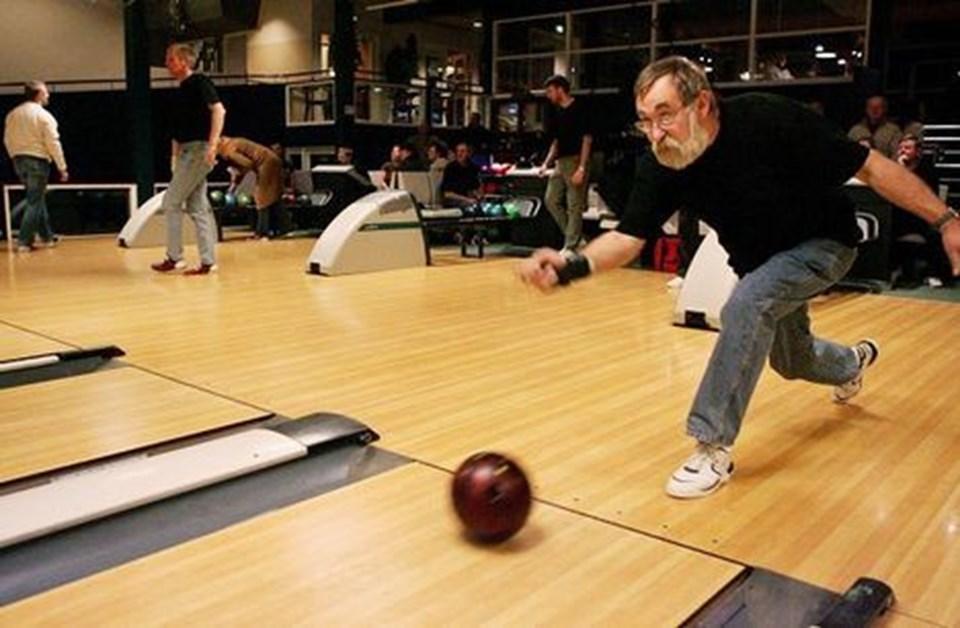 97f58f092ea En maraton i bowlingsko. 29 bowlingspillere gennemførte alle 12 timer på  banerne i Blokhus. Foto: Michael Koch