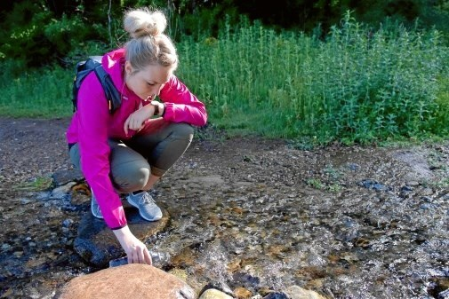 Målet for søndagens tur i Rebild Bakker er Ravnkilden med det rene drikkeklare vand. Privatfoto