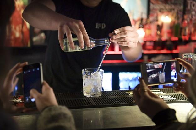 Der er grandprix-cocktails på flere af Gadens barer og diskoteker. Her er det Hornsleth Bar.  Foto Claus Søndberg