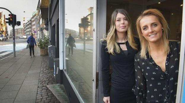 Vaerk Studio ligger på Vesterbro og er nabo til den italienske restaurant San Giovanni, hvis ejer Line Ravn (t.h.) og Pernille Kolding (t.v.) lejer deres lokaler af. Foto: Michael Koch