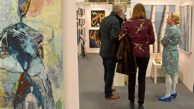 Værkerne af kunstnere kan opleves i hallen. Privatfoto
