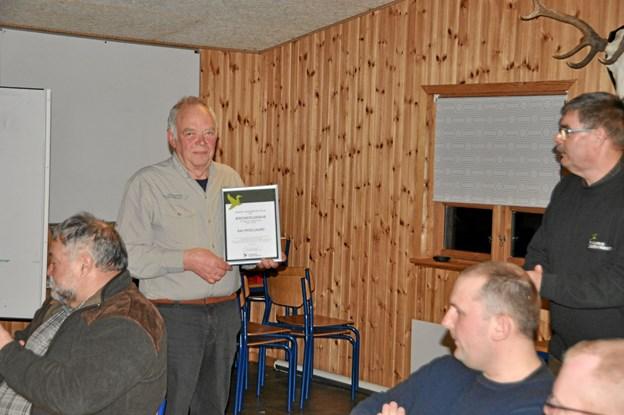 Kai Hvolgaard, som er frivillig, ildsjæl og vogter af foreningens pengekasse blev udnævnt til æresmedlem til øredøvende applaus fra alle de fremmødte. Privatfoto privatfoto