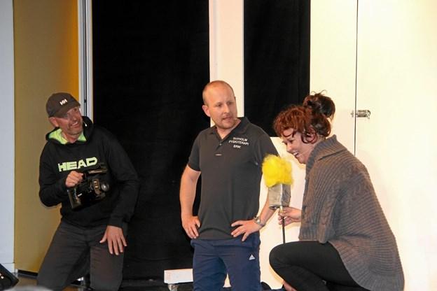 De to reportere fra fotovognen har her fået fat i Erik Risum fra Thyholm Fysioterapi i skikkelse af Dennis Arboe. Hans B. Henriksen