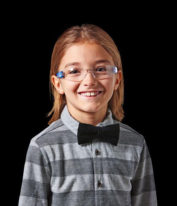 Det er vigtigt, at de voksne sørger for, at børnene få beskyttelsesbriller på. Foto: PR foto
