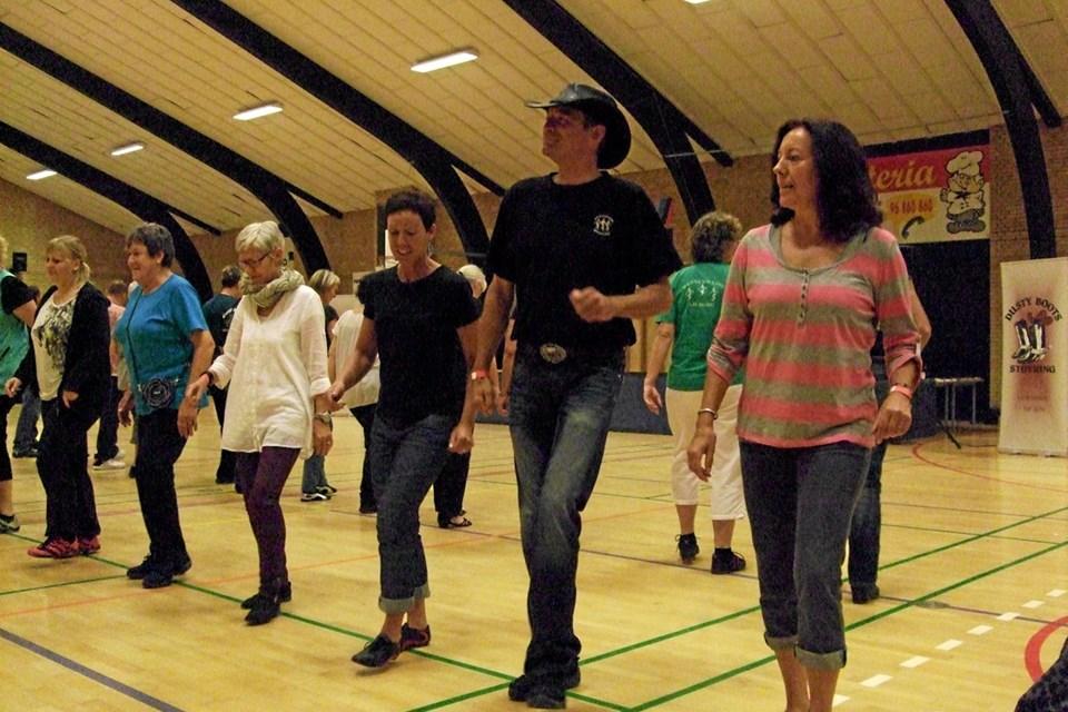 Eastcoast Linedance viser deres dansetrin på torvet kl. 10.30-11.00. Foto: privat privat