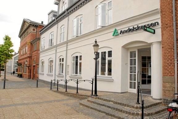 Andelskassen i Hobro har siden starten for 25 år siden boet på Store Torv i Hobro. Privatfoto