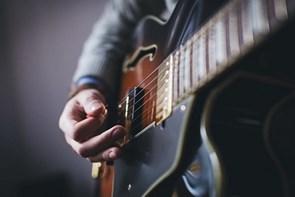 Er der en musiker gemt i dig? 3 tips til køb af instrumenter