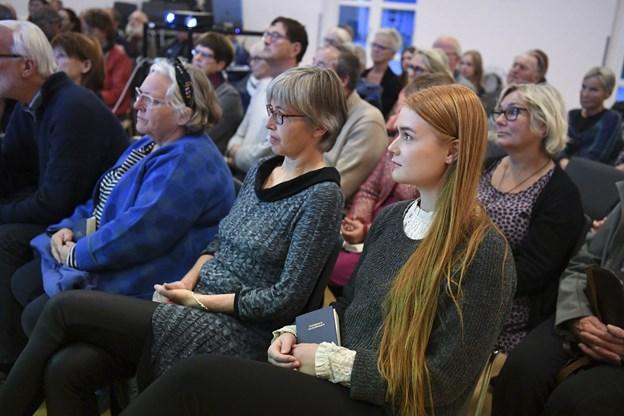 Selv om mødet faldt sammen med to andre møder i lokalsamfundet, var der stort fremmøde.