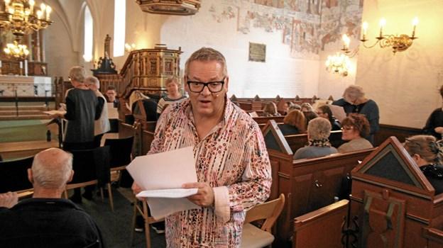 Ole Jørgensen var en dygtig og inspirerende dirigent, der på få timer sammen med de mange sangere skabte en fin koncert. Foto: Jørgen Ingvardsen Jørgen Ingvardsen