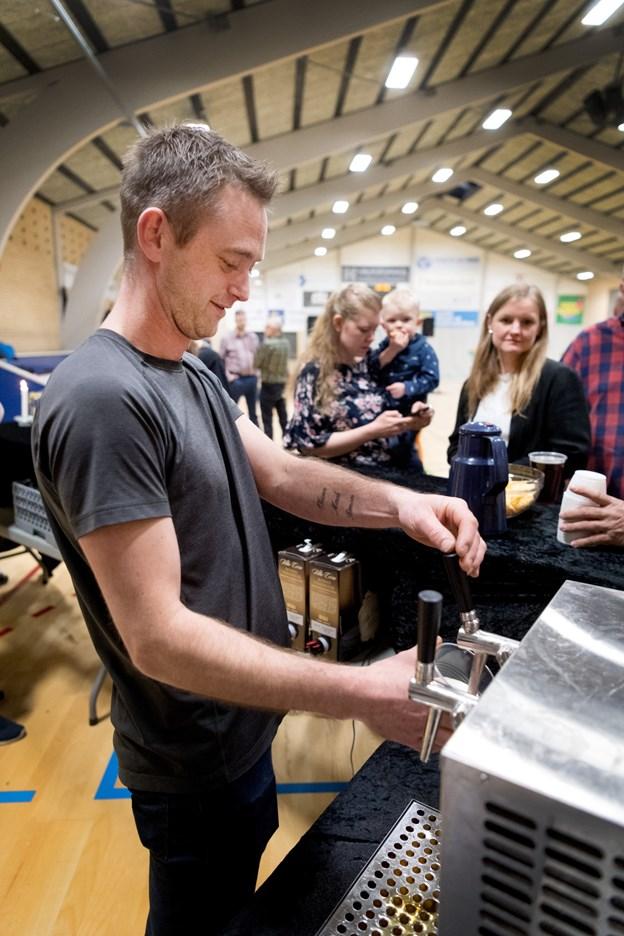 Fadøl og fest for en god indsats. Foto: Torben Hansen Torben Hansen