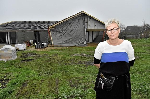 Dorthe og Kajs nye hus skal efter planen stå klar til nytår - med Klippestuen i en del af huset. Foto: Ole Iversen Ole Iversen