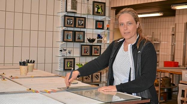 Line Pedersen har i 15 år stået i spidsen for HK Glas i Støvring. Foto: Jesper Bøss