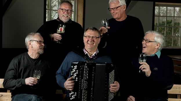 Mørk øl og Schwåmpis venner anno 2012. Arkivfoto: Henrik Louis