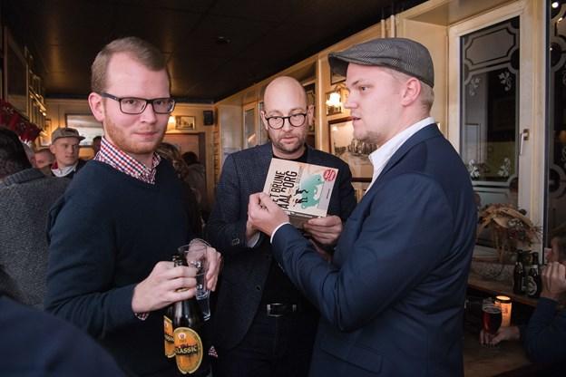 Rasmus Prehn (i midten) og Anders Fuglsang (til højre) har skrevet bogen, som er særdeles populær. Arkivfoto: Hans Ravn