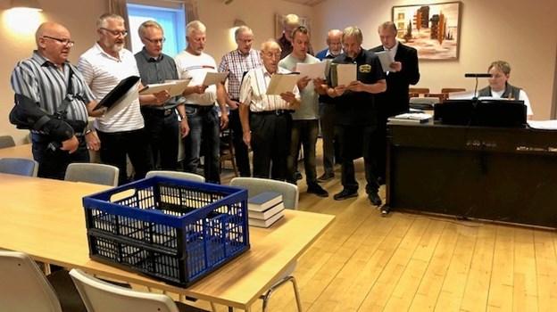 Veggerby Kirkes Mandskor sang for i forsamlingshuset i Kirketerp. Privatfoto