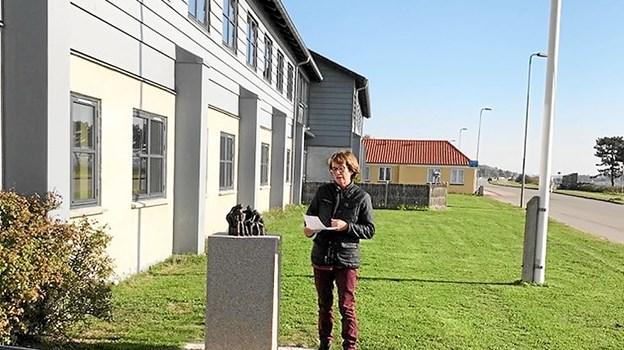 Bodil Dam præsenterede sin skulptur på det sjællandske bosted. Privatfoto