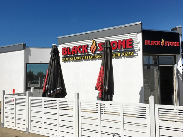 Her åbner Hasan Isikli Black Stone. Navnet refererer til dem mørke stenplader, som kødet serveres på.