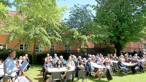 Henrik Bech, formand for Fjerritslev Handelsstandsforening, byder velkommen. Foto: Ejgil Bodilsen