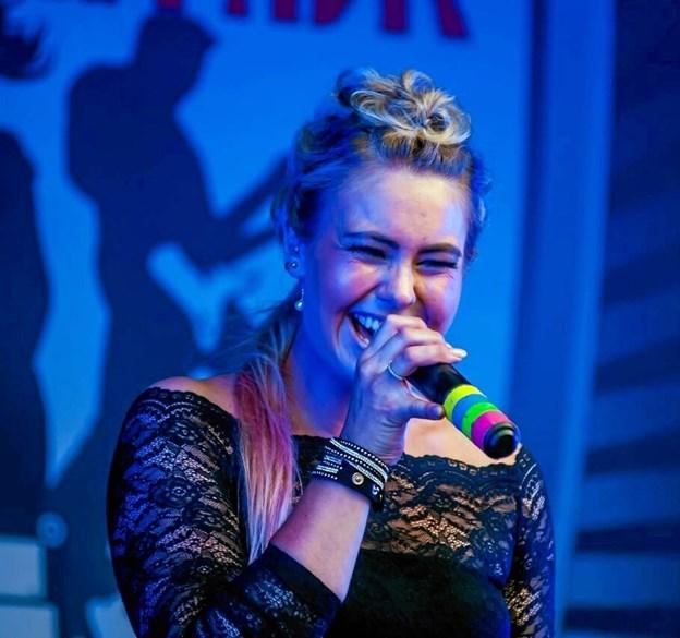 Lærke Gregersen rejste onsdag 2. januar til Afghanistan, hvor hun skal synge for de danske soldater med sine musikvenner i Kopibandet.dk Foto: privat.