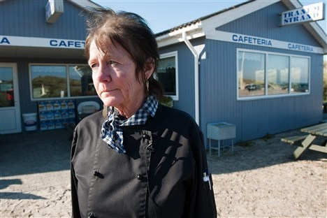 - Jeg blev godt nok bange. Jeg rystede, og mit hjerte hamrede, fortæller den 61-årige indehaver af Tranum Strand Kiosk og Cafeteria. Foto: Thomas Vinther