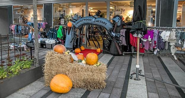 Der var pyntet flot i Hovedgaden af handelstandsforeningen og Kridthuset. Foto: Mogens Lynge