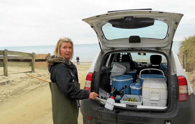 Vandprøven opbevares godt i bilen tilbage til laboratoriet. Foto: Kirsten Olsen Kirsten Olsen