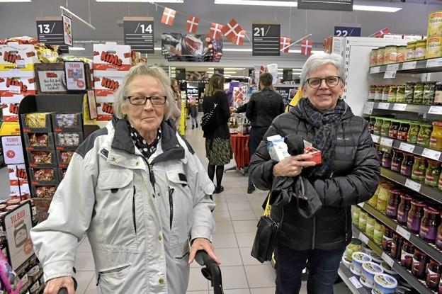 Bodil Overggaard og Anna Overgaard: Nørmølle og slagteren vil vi alle komme til at savne. Meny er en rigtig god butik. Vi får nu, i stedet for en velassorteret butik, en discount - en nedgradering for Hurup. Men nu vil vi i stedet handle hos den lokale slagter og Sparbutik, lød det fra de to.Foto: Ole Iversen