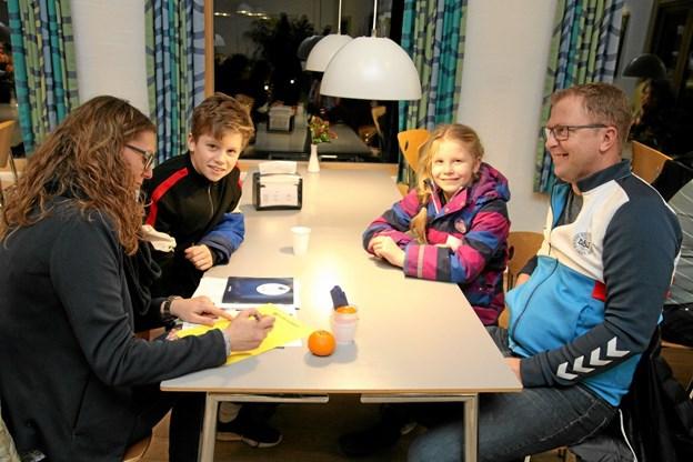 Familien Holst fra Thisted var ude at se efter et ophold for Benjamin som skal på efterskole i 22/23. Foto: Flemming Dahl Jensen Flemming Dahl Jensen