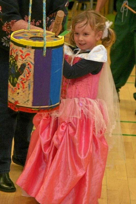 En smilende prinsesse gav også tønden et dask. Picasa