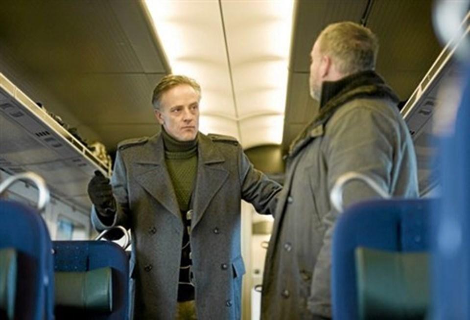 Det endelige showdown er tæt på - skurken med bombebælte og Martin magtesløs i toget mod fortabelse.